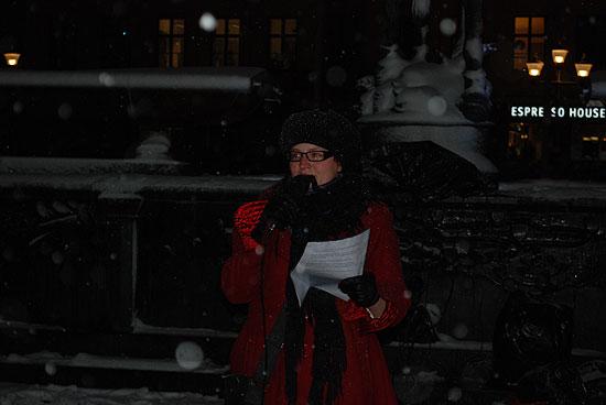 Ester Andréasson håller tal